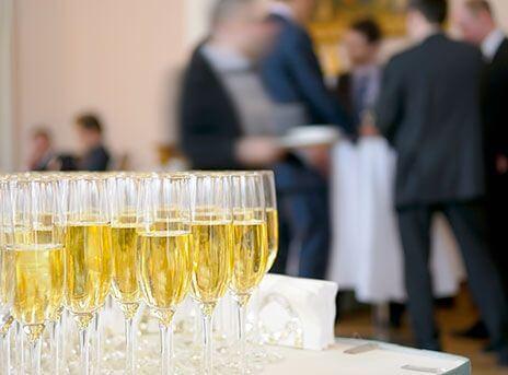 Noleggio attrezzature catering per eventi aziendali
